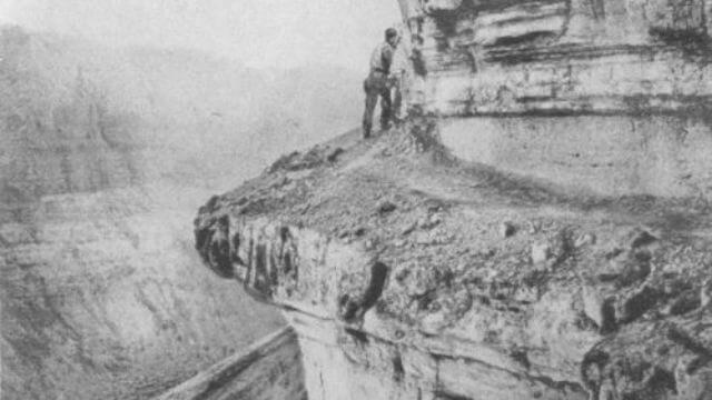 1860 - Археологическая экспедиция профессора Игаля Ядина совершила сенсационное открытие