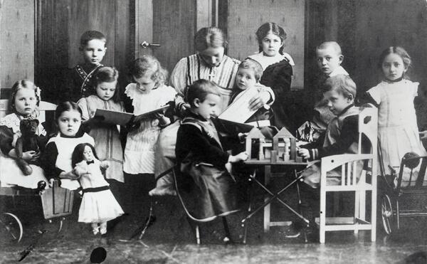 1863 - Открыт первый детский сад.