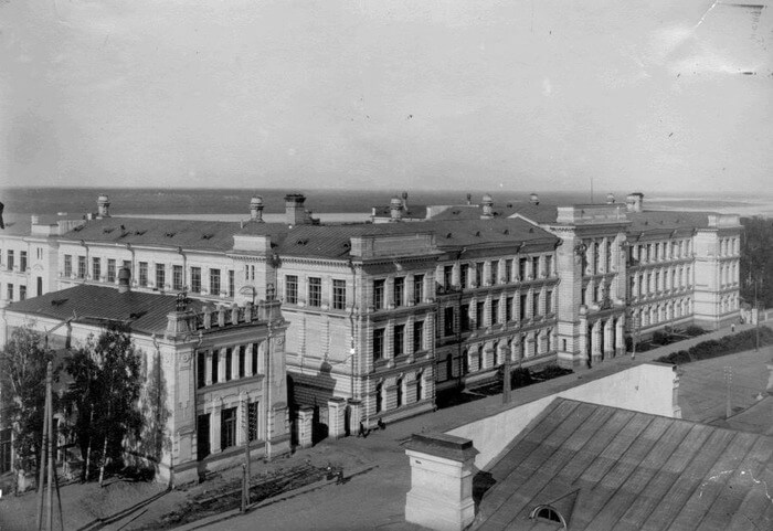 11 мая 1964 года Министерство культуры основало Всесоюзную фирму грампластинок «Мелодия».