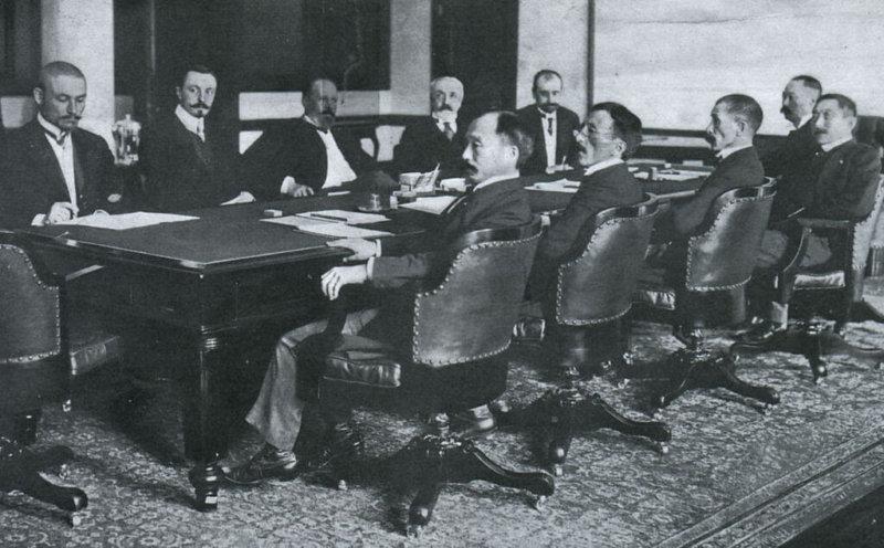 1905 - Президент США Теодор Рузвельт по просьбе правительства Японии дал свое согласие на посредническое участие в русско-японских переговорах