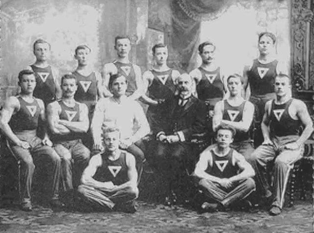 1908 - В Санкт-Петербурге, на Крестовском острове торжественно открыто