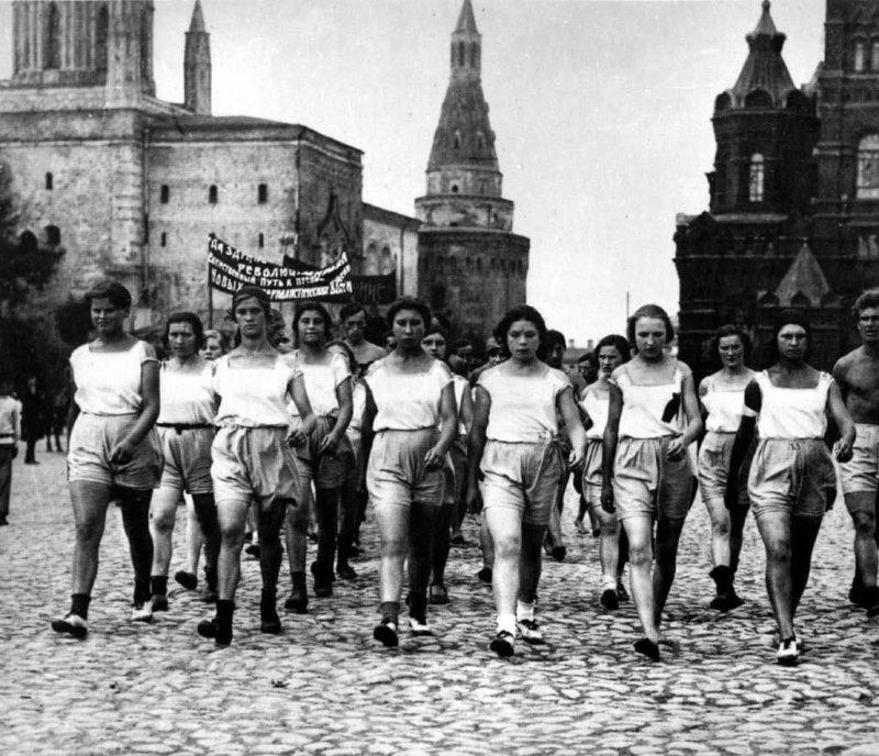 1919 - На Красной площади в Москве состоялся первый парад физкультурников и отрядов Всеобуча