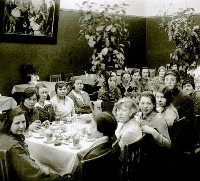 1921 - Совнарком издал декрет, предусматривающий создание широкой сети Домов отдыха