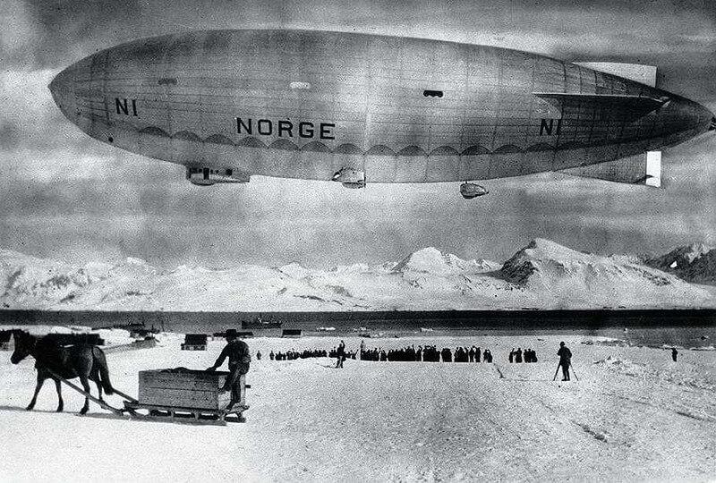 1926 - Со Шпицбергена в Теллер (Аляска, США) в первый полет на дирижабле на Северный полюс вылетает дирижабль Норвегия