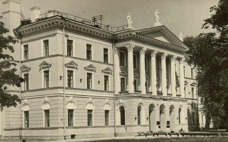 1930 - Основан Ленинградский финансово-экономический институт (ЛФЭИ)