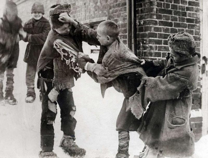 1935 - Вышло специальное постановление СНК СССР и ЦК ВКП(б)