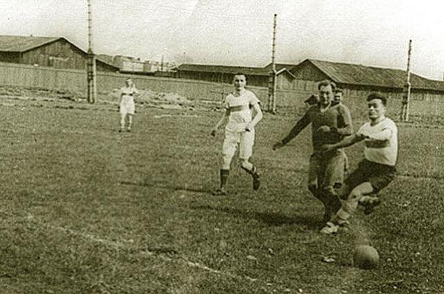 1942 - В блокадном Ленинграде прошёл футбольный матч между Динамо и ЛМЗ