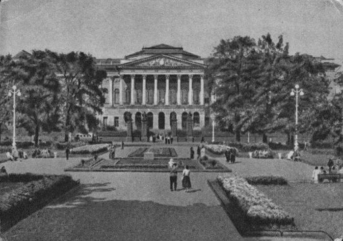 1946 - В Ленинграде после войны и реставрации открывается Русский музей