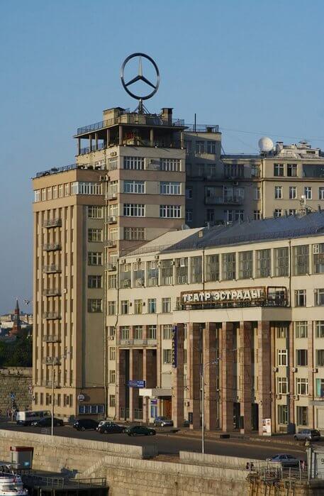 1954 - Открывается Московский государственный театр эстрады, где работает и по сей день