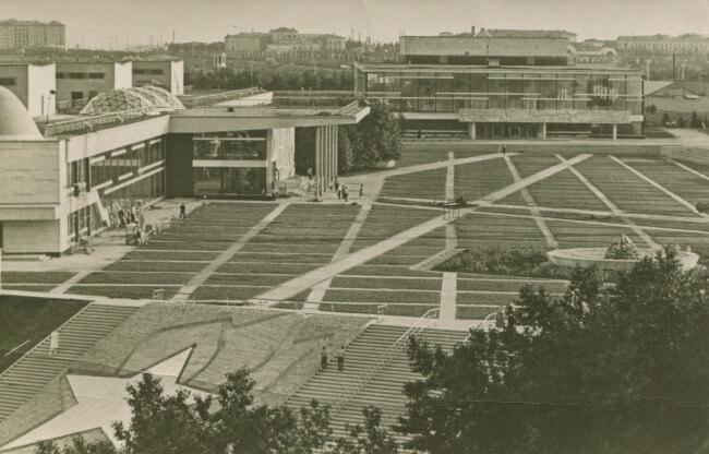 1962 - На Ленинских горах был открыт комплекс Московского Дворца пионеров.