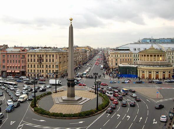 1985 - В Ленинграде торжественно открыт Обелиск