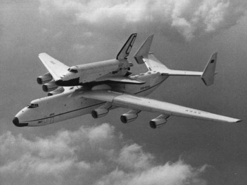 1989 - Самолет Ан-225 Мрия перевез космический корабль многоразового использования Буран из города Жуковский на космодром Байконур.