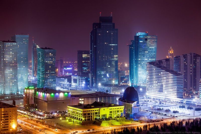 1998 - Столица Казахстана Акмола была переименована в Астану