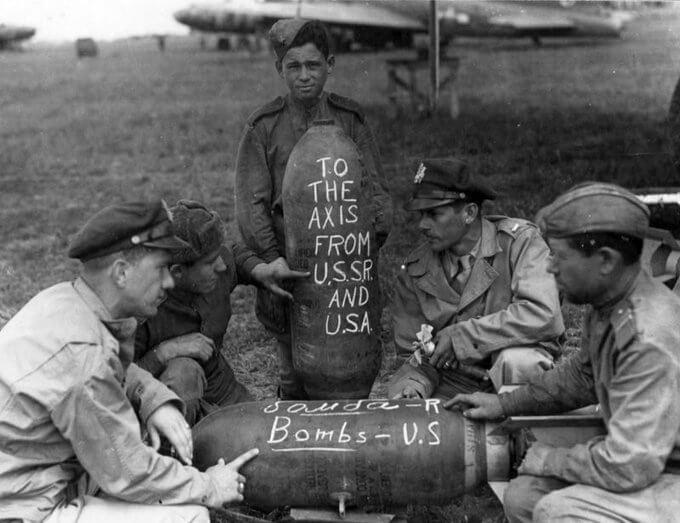 2 июня 1944 года по договоренности между руководством СССР и США американские бомбардировщики начали использовать аэродромы в районе городов Полтава,