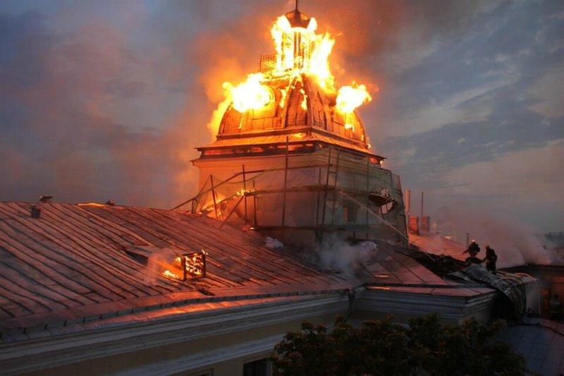 2013 - В Петербурге вечером в районе 21 часа загорелась крыша Технологического института (Московский проспект, 26).