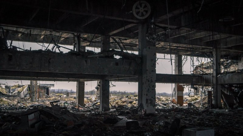 2014 - В Донецком аэропорту начались бои между вооружёнными формированиями самопровозглашённой ДНР и вооружёнными силами Украины