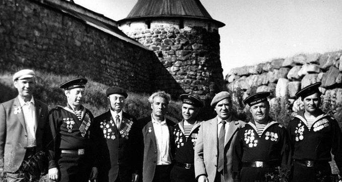 25 мая 1942 года приказом наркома ВМФ № 108 создана Соловецкая школа юнг
