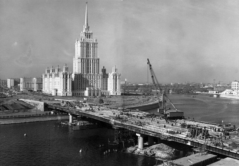 25 мая 1957 года в Москве состоялось торжественное открытие гостиницы