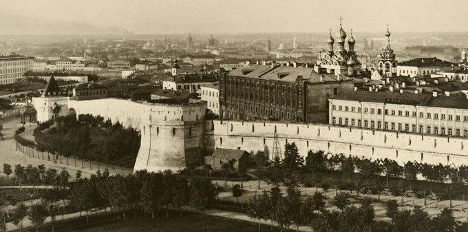 26 мая 1535 года митрополит Московский Даниил заложил первый камень в фундамент Китайгородской стены