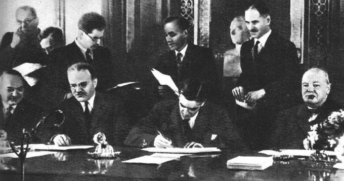 26 мая 1942 года в Лондоне Молотов подписал договор между СССР и Британией