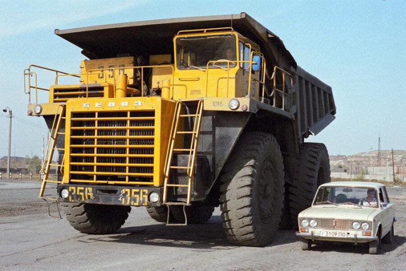 29 мая 1975 года на Белорусском автозаводе началось производство крупнейшего в СССР грузовика — БелАЗ-7520