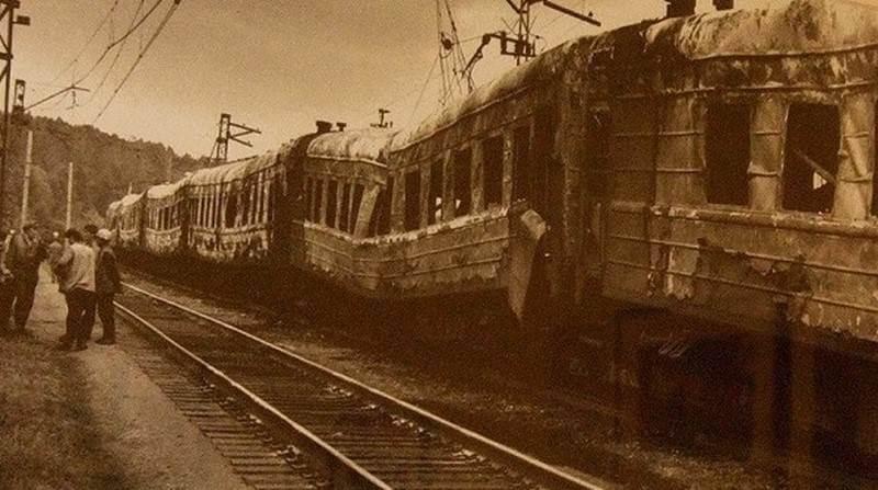 3 июня 1989 года произошла катастрофа двух пассажирских поездов около города Уфы; погибли 575 человек.