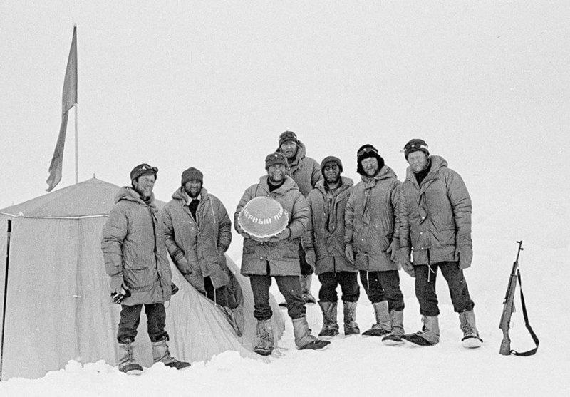 31 мая 1979 года экспедиция Комсомольской правды под руководством Дмитрия Шпаро впервые в мире на лыжах достигла Северного полюса