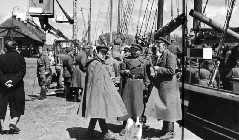 7 мая 1945 года, закончив погрузку на корабли личного состава и матчасти в районе Кольберга, в 20.00 советские части Балтийского флота и войск 2-го Белорусского фронта отплыли на остров Борнхольм (Дания)