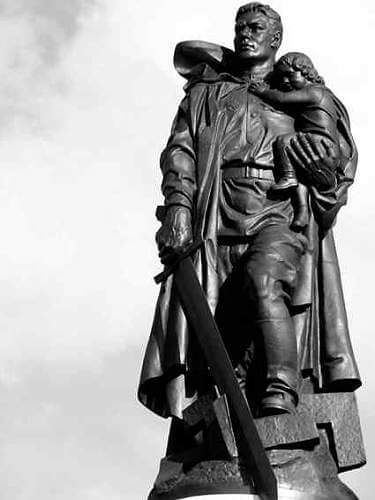 8 мая 1949 года на территории Трептов-парка