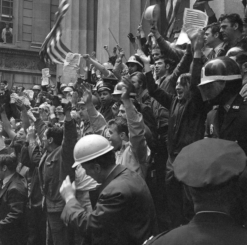8 мая 1970 года около 200 строителей атаковали антивоенную демонстрацию студентов