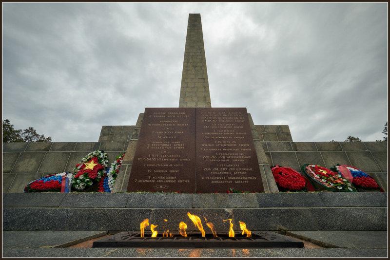 9 мая 1970 года у памятника бойцам на Сапун-горе в Севастополе зажжен Вечный огонь