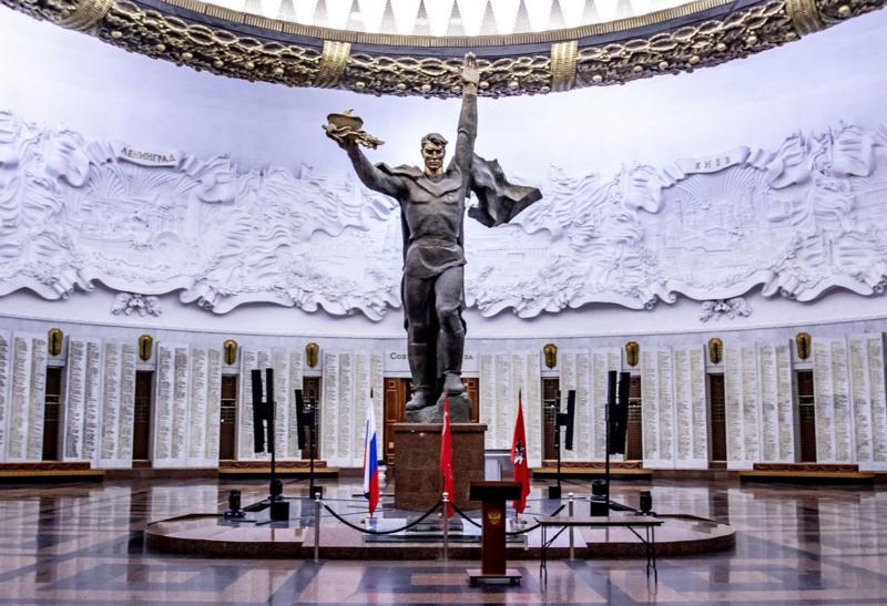 9 мая 1995 года состоялось торжественное открытие Центрального музея Великой Отечественной войны на Поклонной горе в Москве