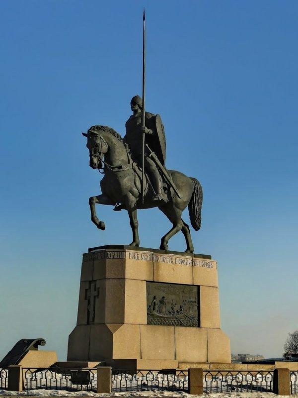 9 мая 2002 года в Санкт-Петербурге торжественно открыт памятник Александру Невскому