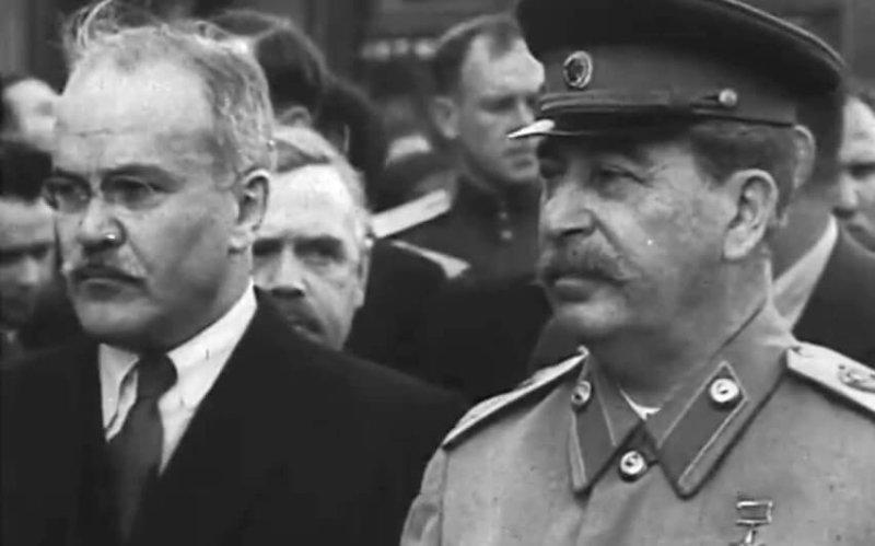 И.В. Сталин и В.М. Молотов на похоронах М.И. Калинина