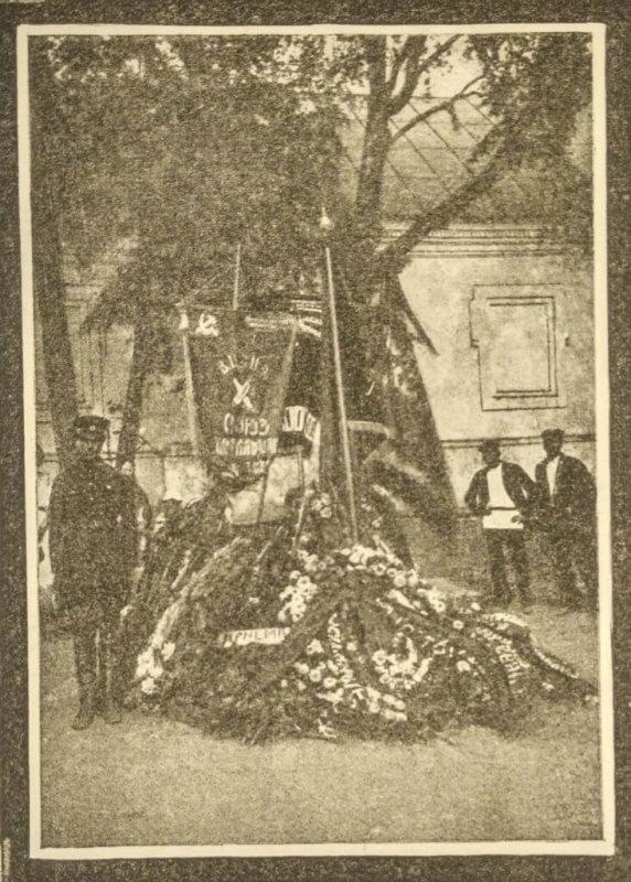 Иваново-Вознесенские стачки. Почетный караул у братской могилы