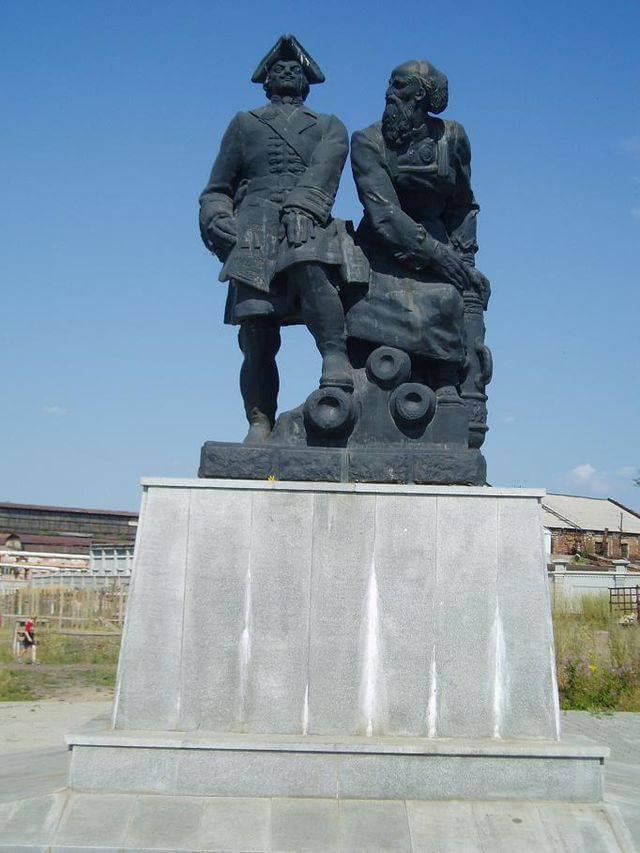 Памятник Никите Демидову и Петру I в Невьянске