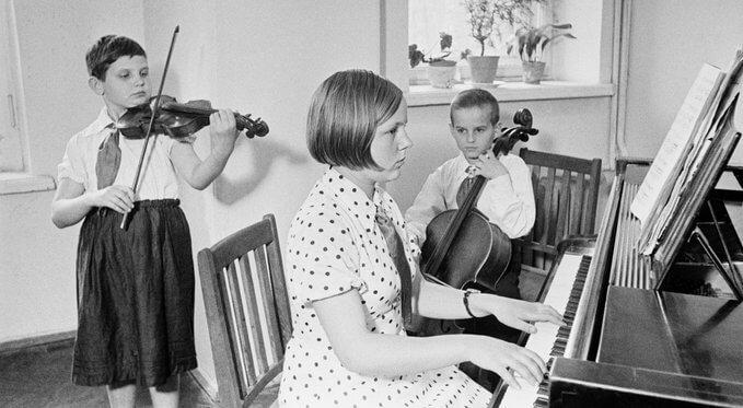 В мае 1918 в Москве на Красной Пресне открылась первая народная музыкальная школа.
