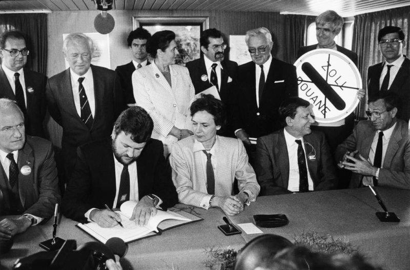 14 июня 1985 года подписано Шенгенское соглашение