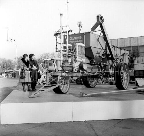 15 июня 1930 года было закончено строительство первой очереди завода