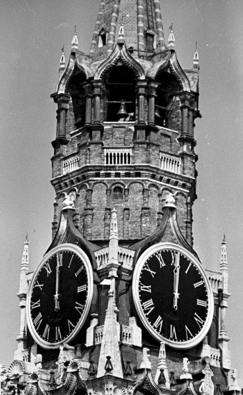 16 июня 1930 г.СНК СССР ввёл декретное время.