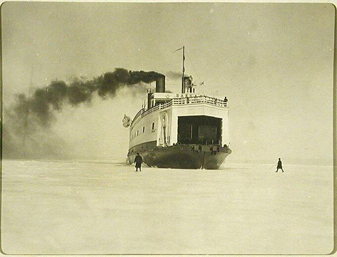 17 июня 1899 года произошел спуск на воду ледокола-парома