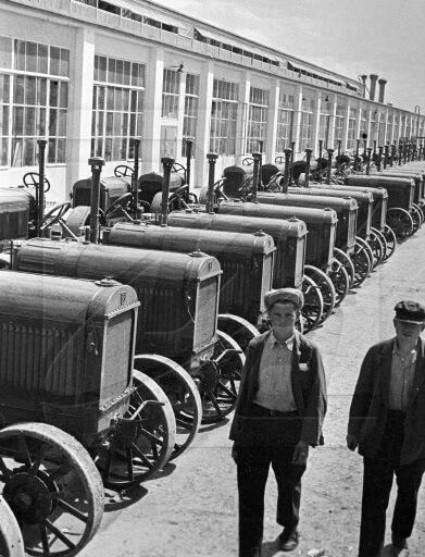 17 июня 1930 г. состоялся пуск Сталинградского тракторного завода им. Ф. Э. Дзержинского.