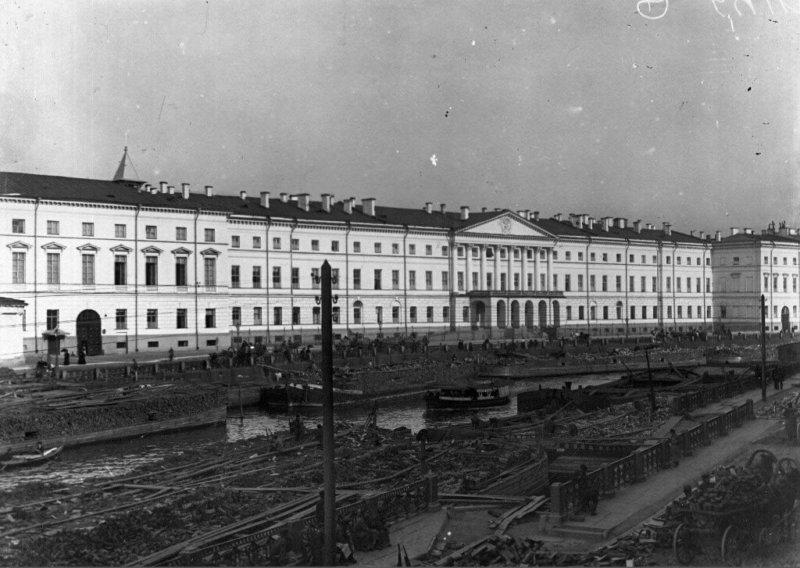 1798 - В Санкт-Петербурге открылся Екатерининский институт для благородных девиц