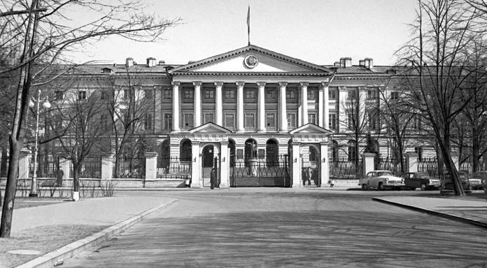 1806 - В Санкт-Петербурге состоялась церемония закладки Смольного института