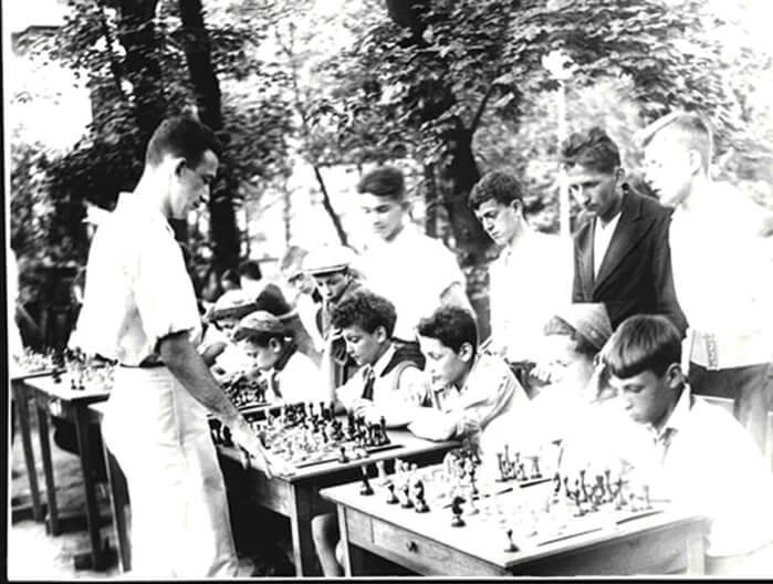 1936 - В Ленинграде заметным событием стало открытие сада Дворца пионеров