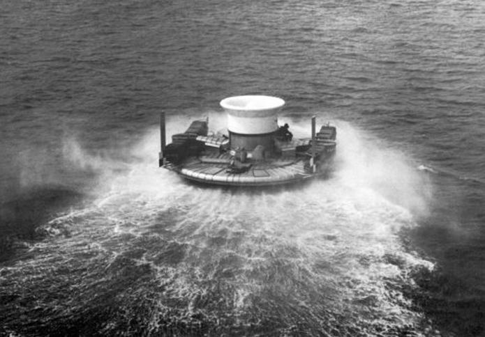 1959 - Первый демонстрационный полет судна на воздушной подушке