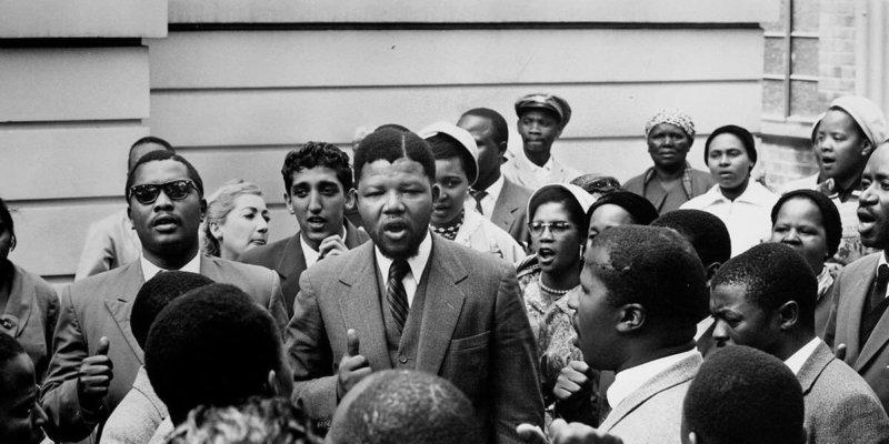 1964 - Африканский борец за права чернокожих Нельсон Мандела приговорен к пожизненному тюремному заключению