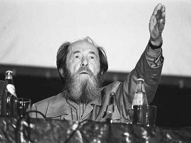 2001 - Александр Солженицын выступил за смертную казнь