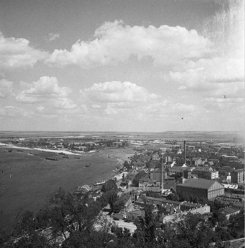 8 июня 1947 года открыт Запорожский шлюз, позволивший возродить судоходство по Днепру.