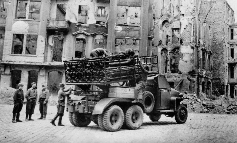 9 июня 1944 года принята на вооружение Советской Армии ракетная установка БМ-31-12
